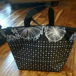 Thirty one thermal tote in dandelion dream.